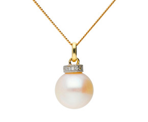 9ct yellow Gold Pearl & Diamond Pendaant