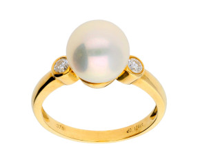 9ct Gold Pearl & Diamond Trilogy Ring