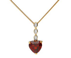 9ct Yellow Gold Garnet Heart Pendant