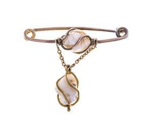 Vintage Baroque Peal Brooch