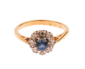 Vintage 18ct Yellow Gold 0.40ct Sapphire & 0.12ct Diamond Cluster ring