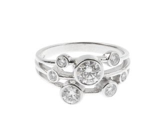 18ct White Gold 0.95ct Diamond Dress Ring